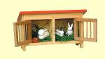 Hasenstall mit drei Hasen und Futternapf